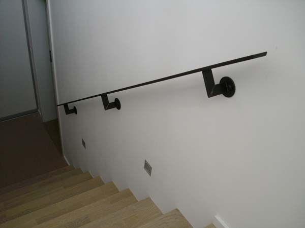 handlauf aus flachstahl verzunderter rohstahl klar lackiert treppengel nder handlauf. Black Bedroom Furniture Sets. Home Design Ideas