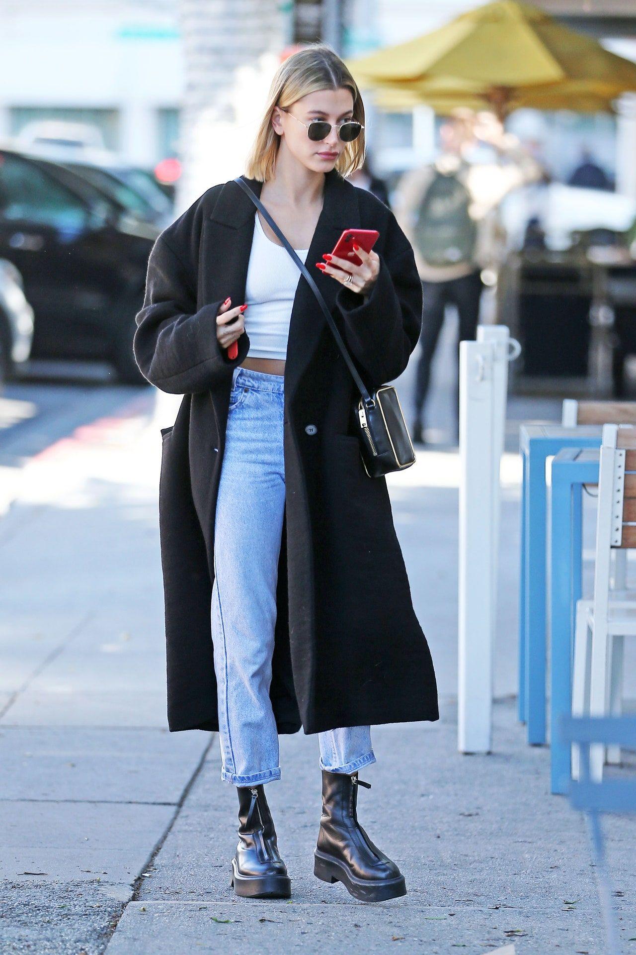 """Photo of Hailey Bieber, Zoë Kravitz und Co. lieben die """"Zipped Boots 1"""" – das aktuell beliebteste Schuhmodell der Stars"""