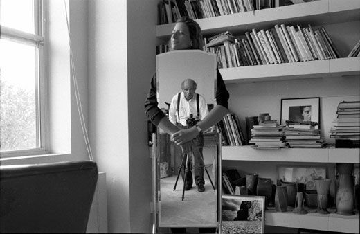 Annie Leibovitz In Her Apartment On Upper Fifth Avenue 1991 She S Behind The Mirror Because Said If I Stand This You Can Photograph