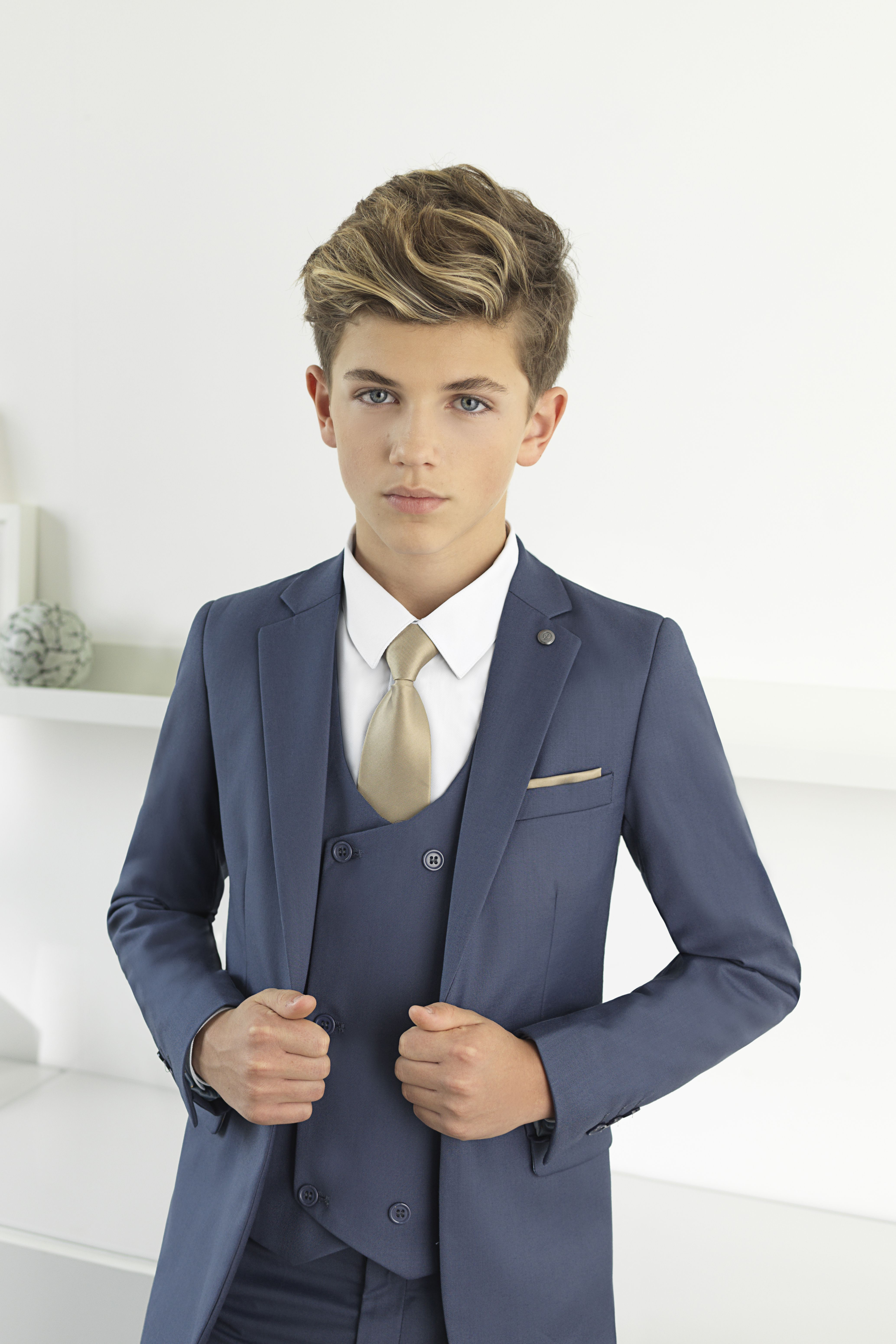 2085cffae4ba3d Paisley of London introduces Ford, the modern ultra-slim five-piece suit  that