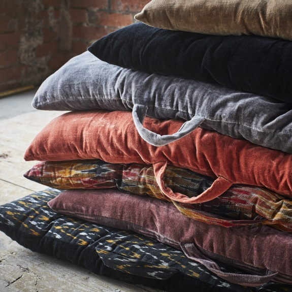 Madam Stoltz Velvet Mattress Pure Cotton Black In 2020 Beautiful Mattress Large Floor Cushions Floor Cushions