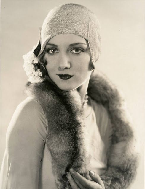 Vintage Photos Show A Unique And Elegant Style Of S Womens - 15 photos showing the amazing womens street style from the 1920s