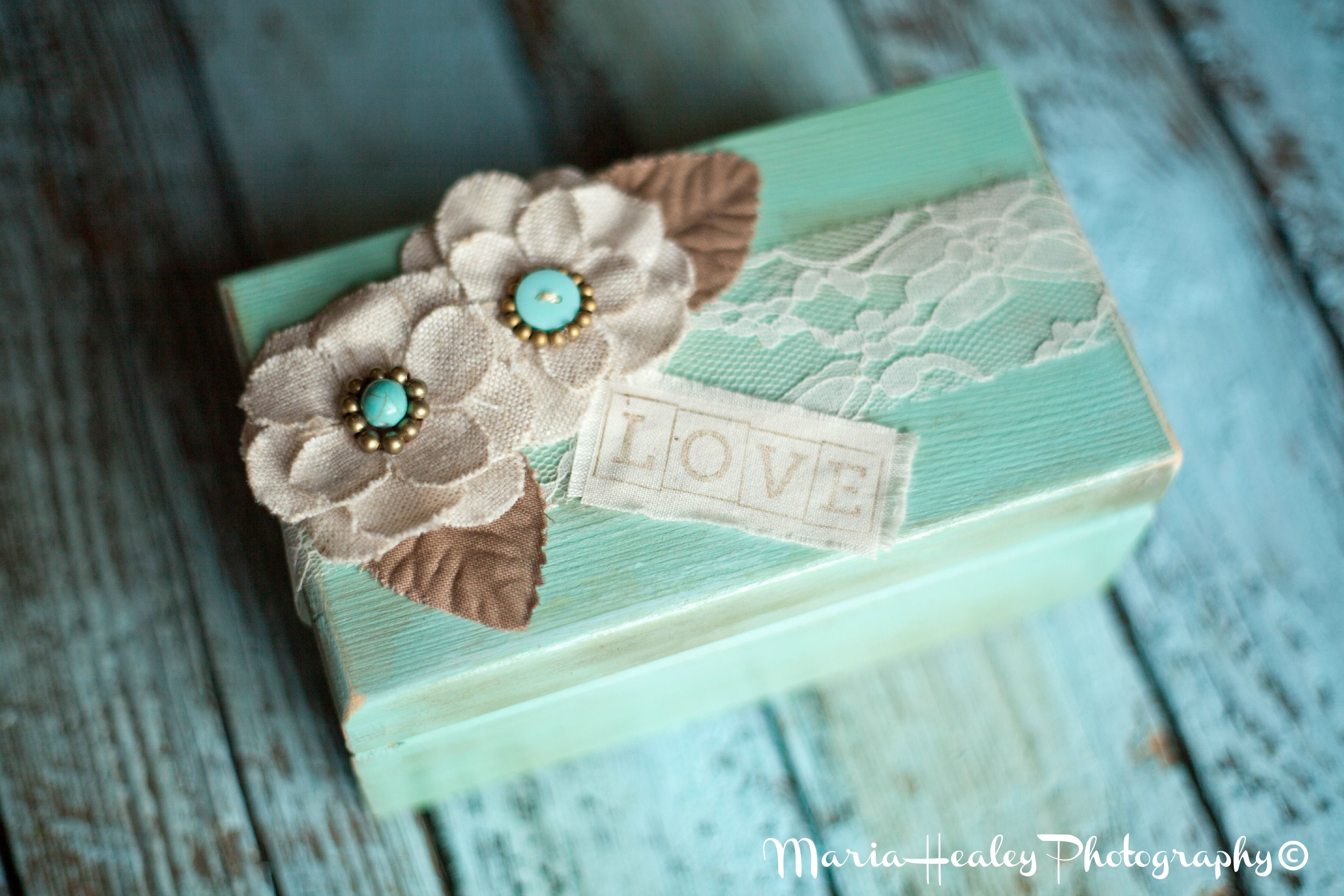 Love box for recipe cards. #bridalshower Mariahealey.com http://www.dandpcelebrations.com
