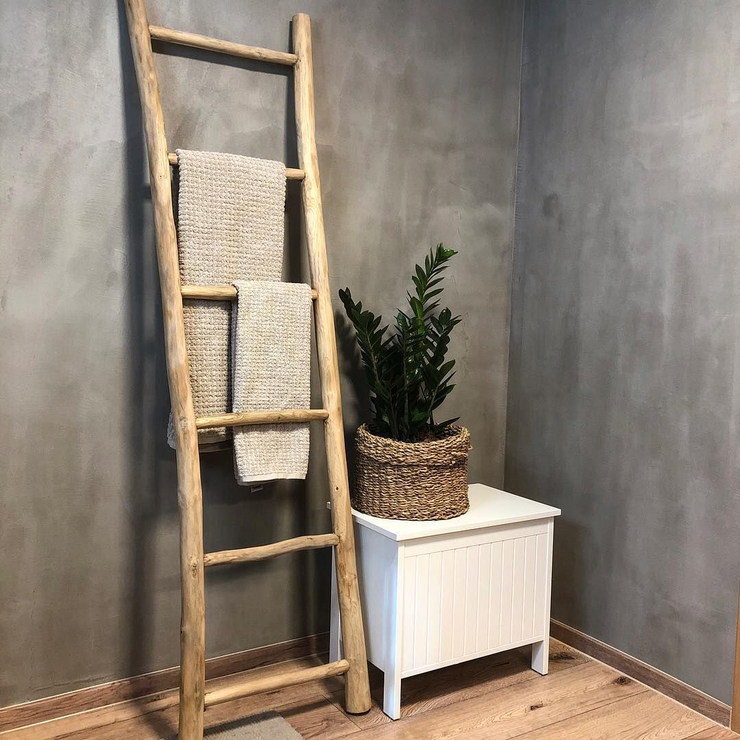 Instabathroom Badezimmer Badezimmerdesign Badezimmerideen Betonoptik Holz Wood Leiter Dekoide Handtuchhalter Bad Handtuchhalter Holz Badezimmerideen