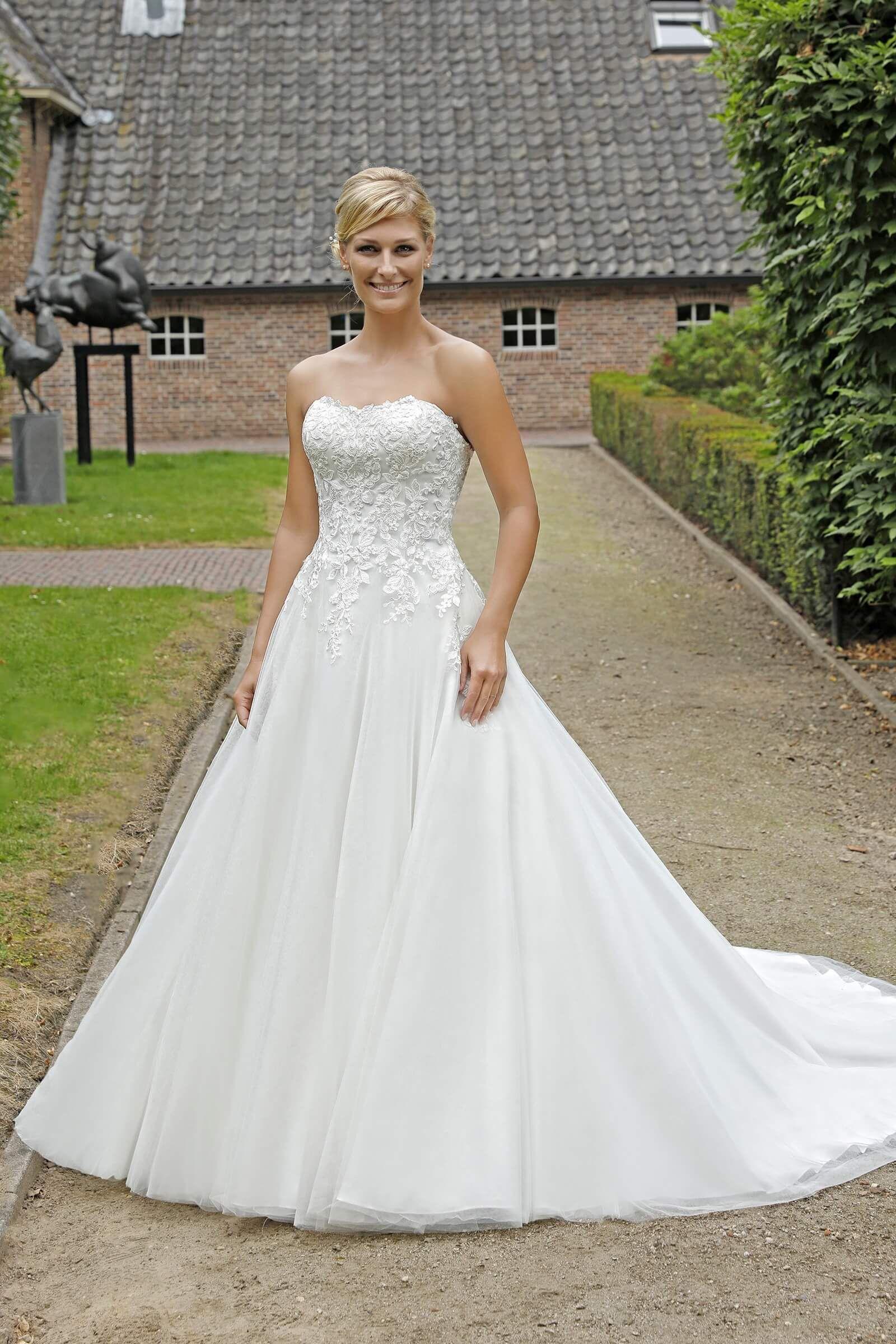 Wunderschönes Brautkleid im Stil der A-Linie, mit ...