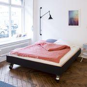 Bett auf Rollen von \'Performa\' | Bett, Rollen und Betten