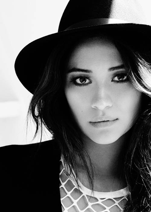 Shay Mitchell Ethnicity British Father Filipino Mother Shay Mitchell Shay Pretty Little Liars