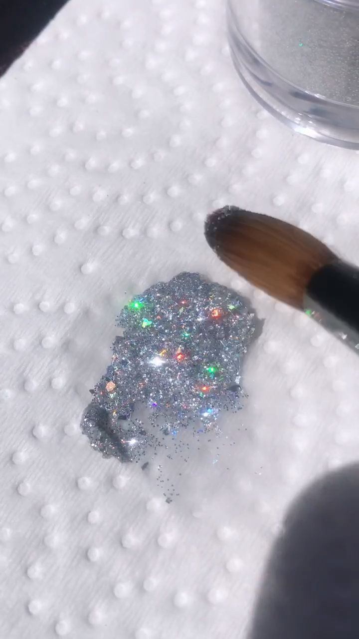 Satisfying glitter smear 😍