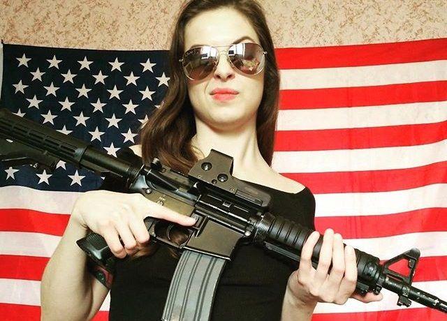 Sexy Top 20 Foto Wanita Cantik Pegang Pistol Atau Tembak Paling Hot