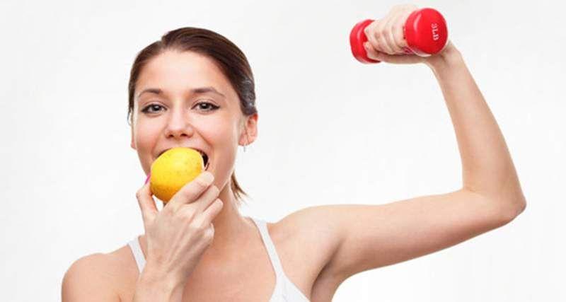 mulher fazendo dieta e exercício