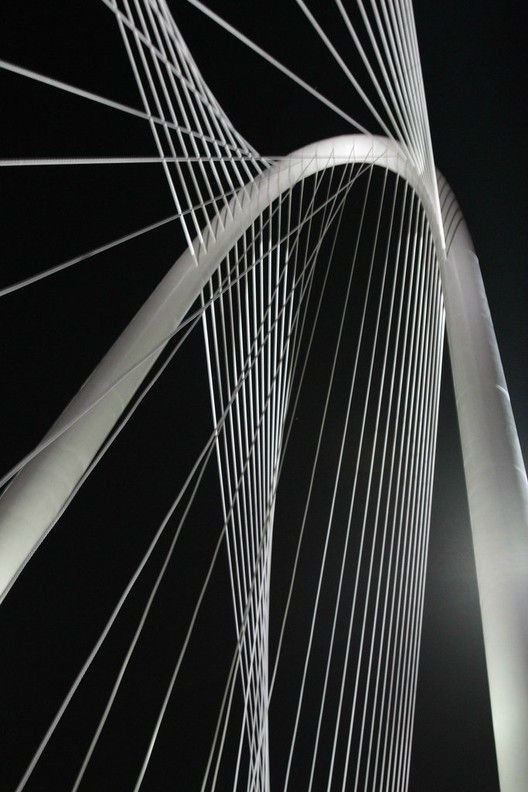 Gallery of Thousands celebrate Santiago Calatrava's new Dallas Bridge  - 4
