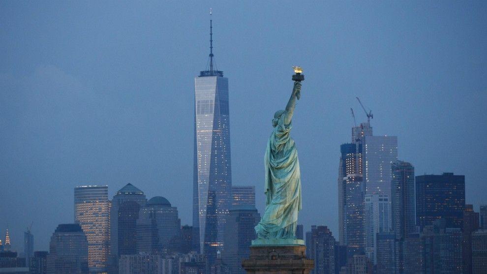 New York Celebrates First Shooting Free Weekend In 25 Years The Week Uk New York City New York Lower Manhattan