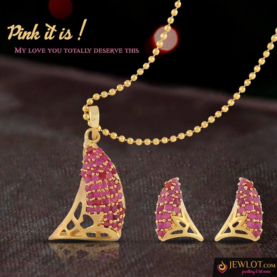 Ladies out there shape matters get these unique pendant set