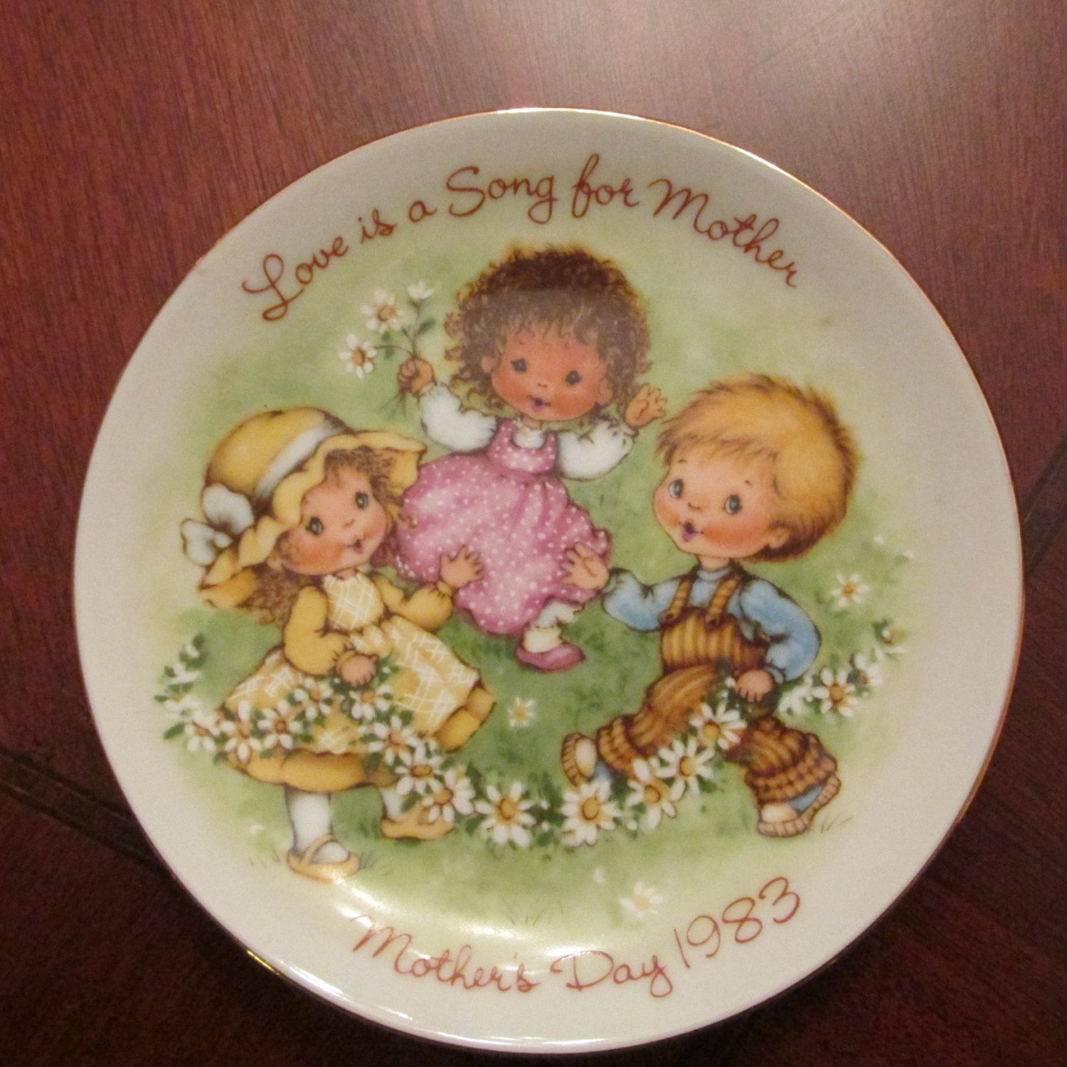 "Vintage Avon Mother's Day Small Collectors Plate ""Love is a Song for Mother"" 1983 by AvonKatVintage on Etsy Use code OFF20 to get 20% OFF orders of $50 or more https://www.etsy.com/your/shops/AvonKatVintage #avon #plate #mothersday"