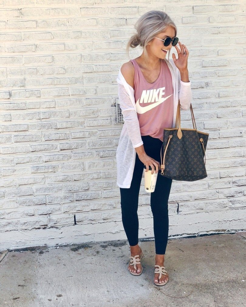 Breathtaking 45 Street Style Women Fashion 2019 For Winter To Spring Http Dressip Com Index Ph Spring Outfits Casual Outfits With Leggings Athleisure Outfits
