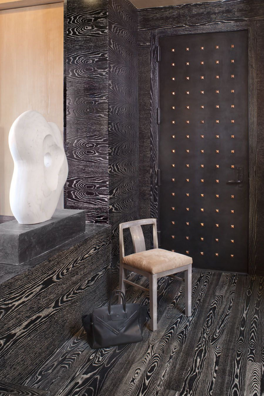 Modern take on wood grain high contrast pattern kelly wearstler black cerused wood bathroom