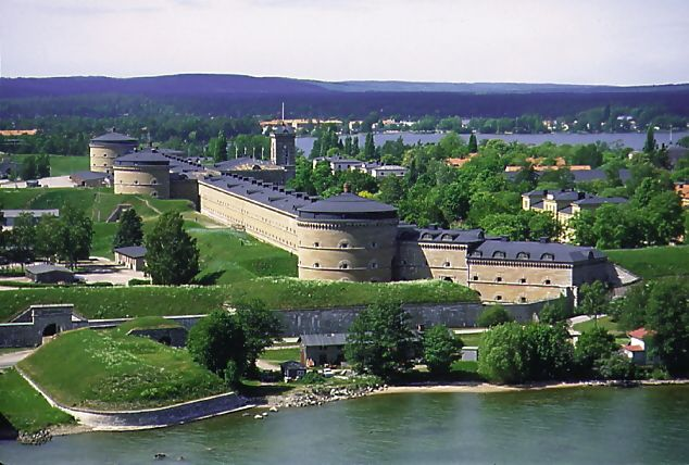 Karlsborg Fortress: this fortress is the largest in Europe and museum shows why, how and by whom the fortress was built