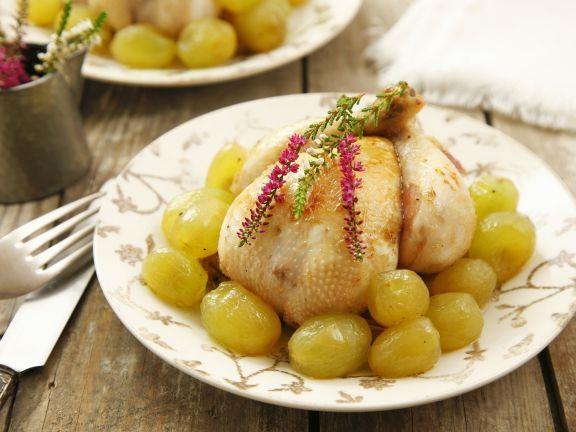 Junges Hühnchen mit Weintrauben ist ein Rezept mit frischen Zutaten aus der Kategorie Hähnchen. Probieren Sie dieses und weitere Rezepte von EAT SMARTER!