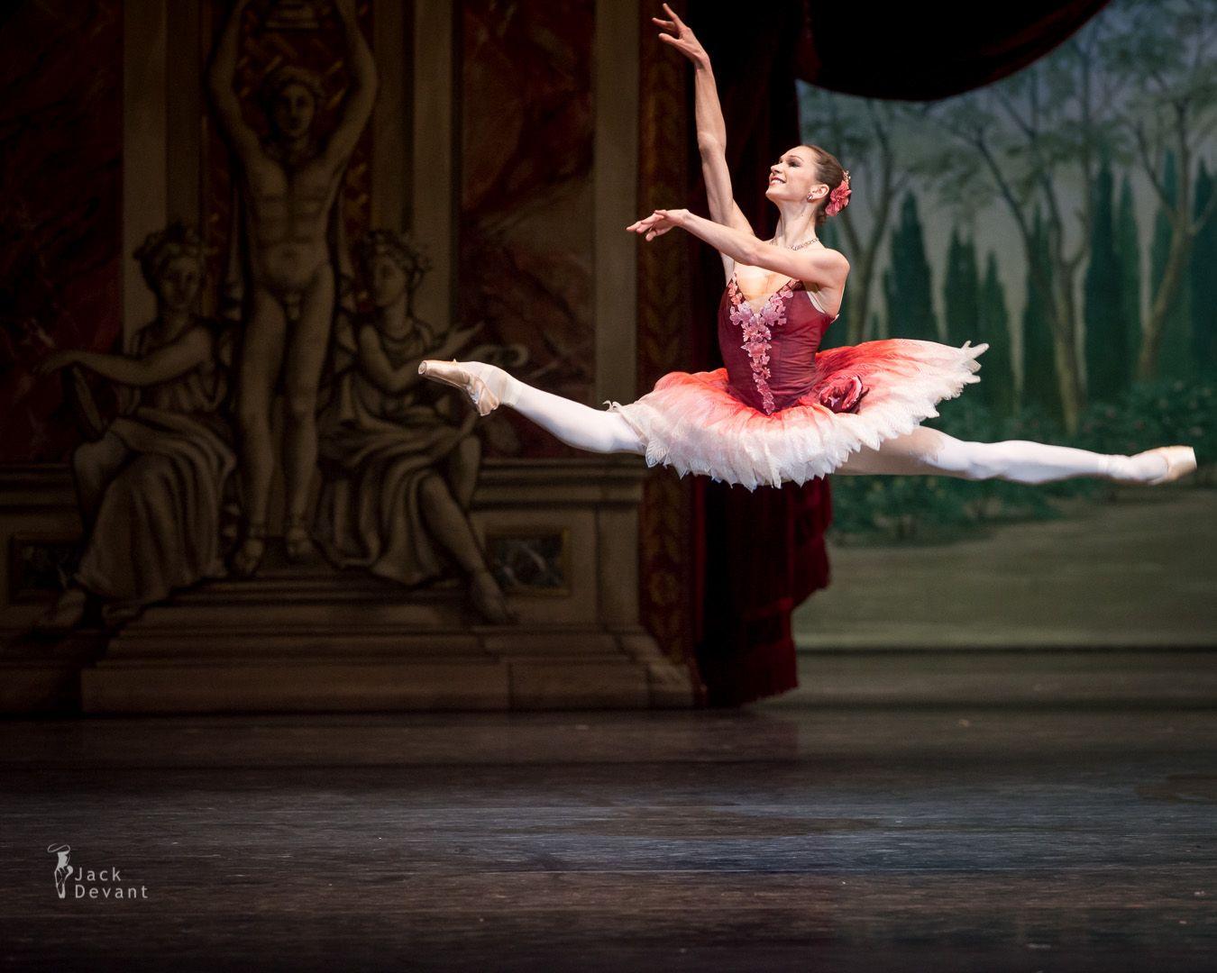 Polina Semionova Grend Jeté in Der Nussknacker  Photo: Jack Devant