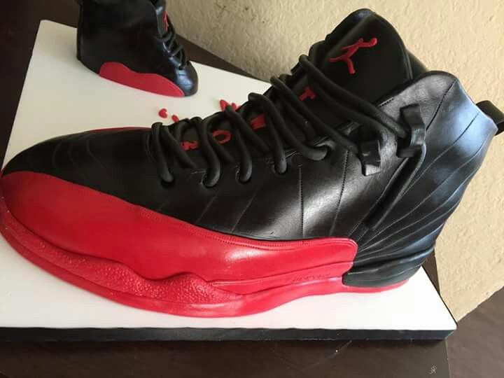 This Air Jordan shoe cake is making me so hungry right now but this cake is  too lit. I wonder what it tastes like?