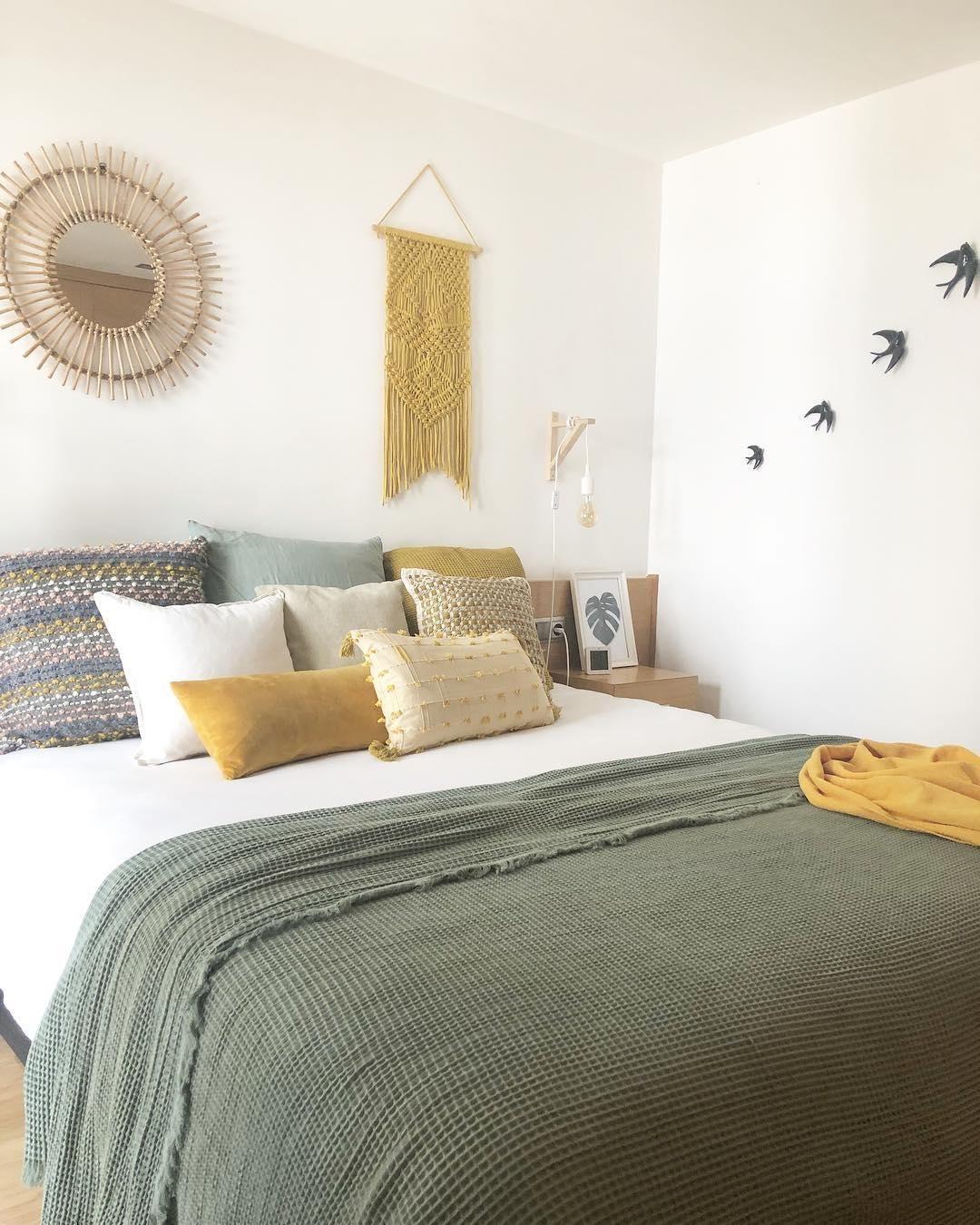 Samt Kissen Velvet In Gelb Mit Inlett Westwingnow Zimmer Senfgelbes Schlafzimmer Haus Deko