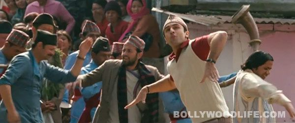 #RanbirKapoor's masti on the sets of #Barfi : #Anurag Basu's upcoming movie might not 'say' much. But a look at what happened behind the scenes left us speechless too!  Barfi! promotes itself by playing on the absence of words. But then it's not only the movie that's 'hatke'.