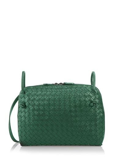 Bottega Veneta messenger bag features a slender c2533e68dcc80