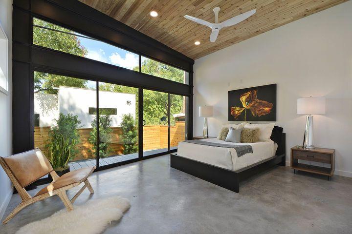 Sparingly Furnished Bedroom In Austin