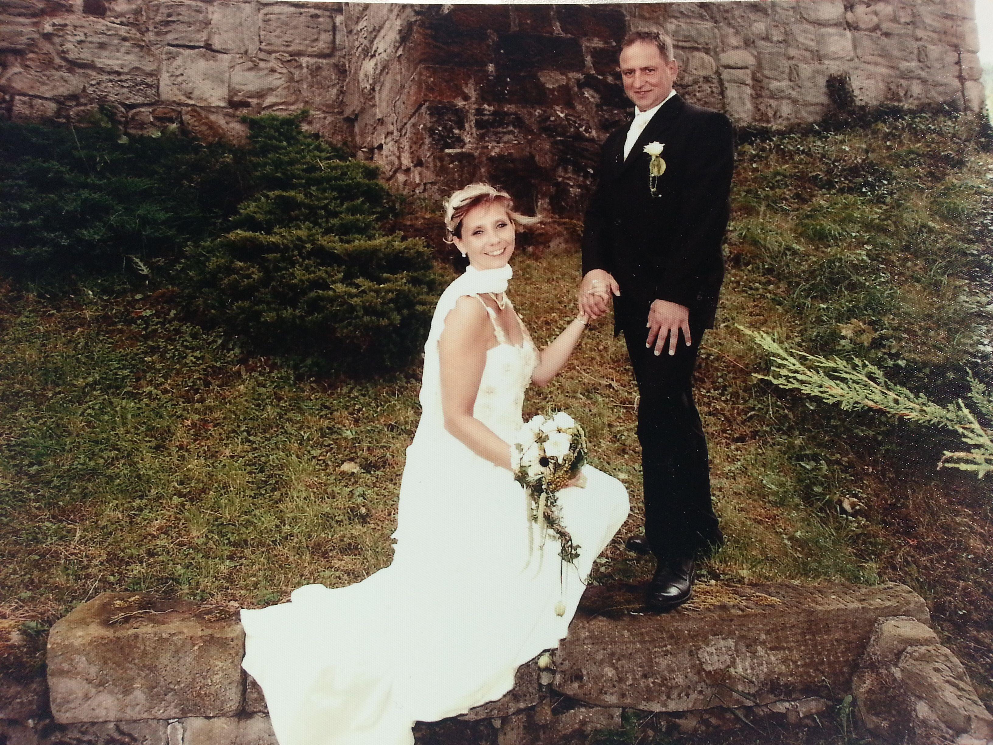 Meine Hochzeit im vergangenen JAhr war ein traum. Ich habe nach zehn Jahren meinen Prinzen geheiratet. Unsere Feier fand auf einer Burg statt. Herrlich und unvergessen.