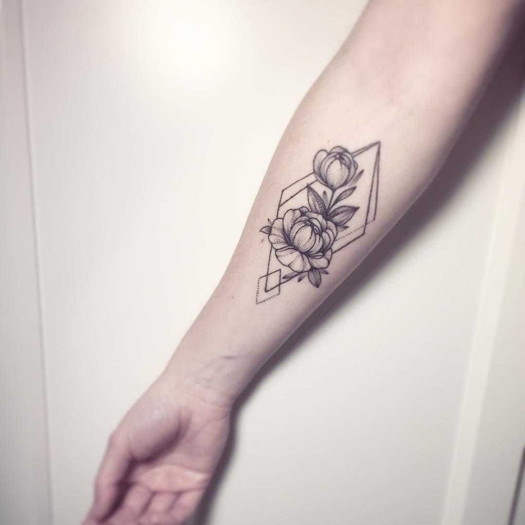 pin by ellie sherburne on tattoos tatouage tatouage pivoine image tatouage. Black Bedroom Furniture Sets. Home Design Ideas