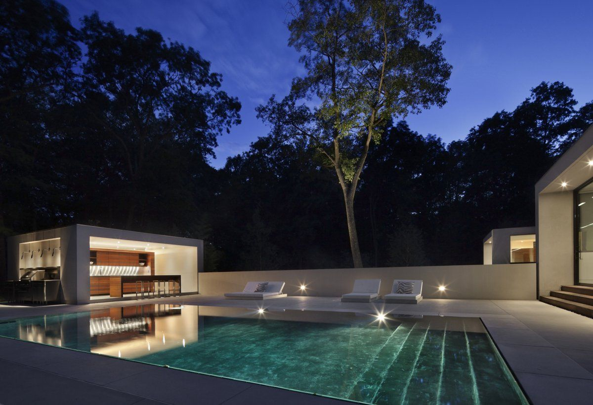 Again Water Cubes And High Trees Are Still A Great Match Specht Harpman Have Designed The New Canaan Reside Modern Pools Modern Outdoor Kitchen Pool Designs