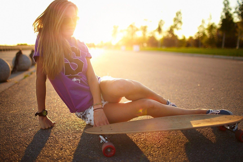 Skateboard Girl Hot Wallpaper