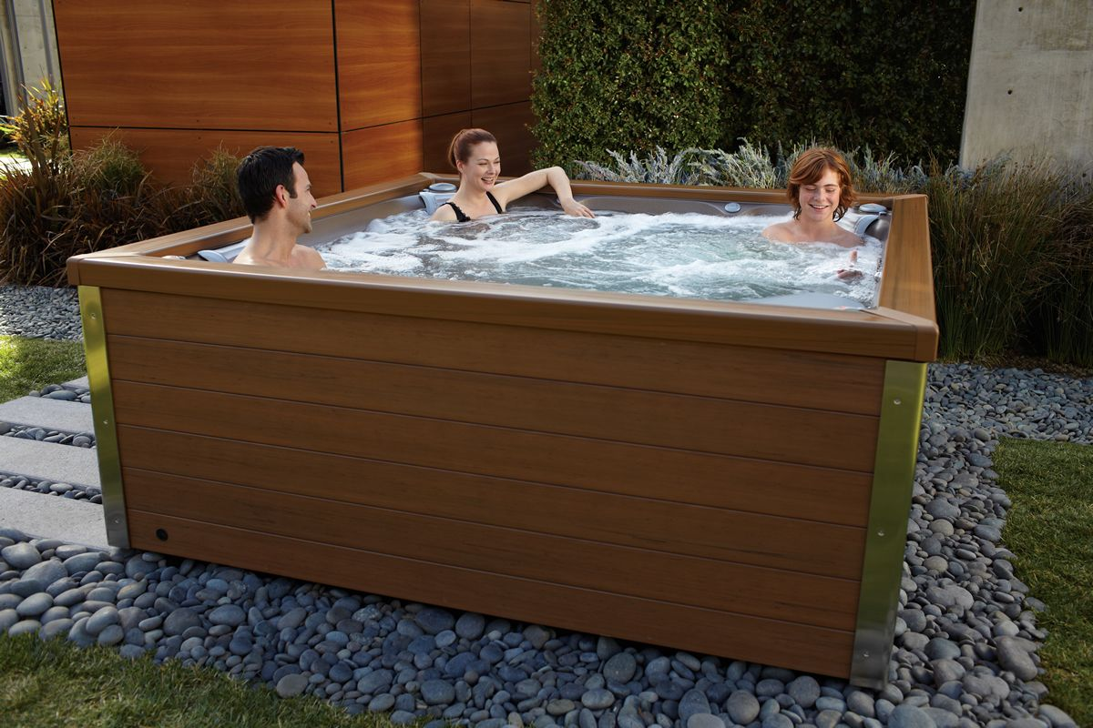 Outdoor above ground hot tubs google search godfrey for Jacuzzi exterior 2 personas