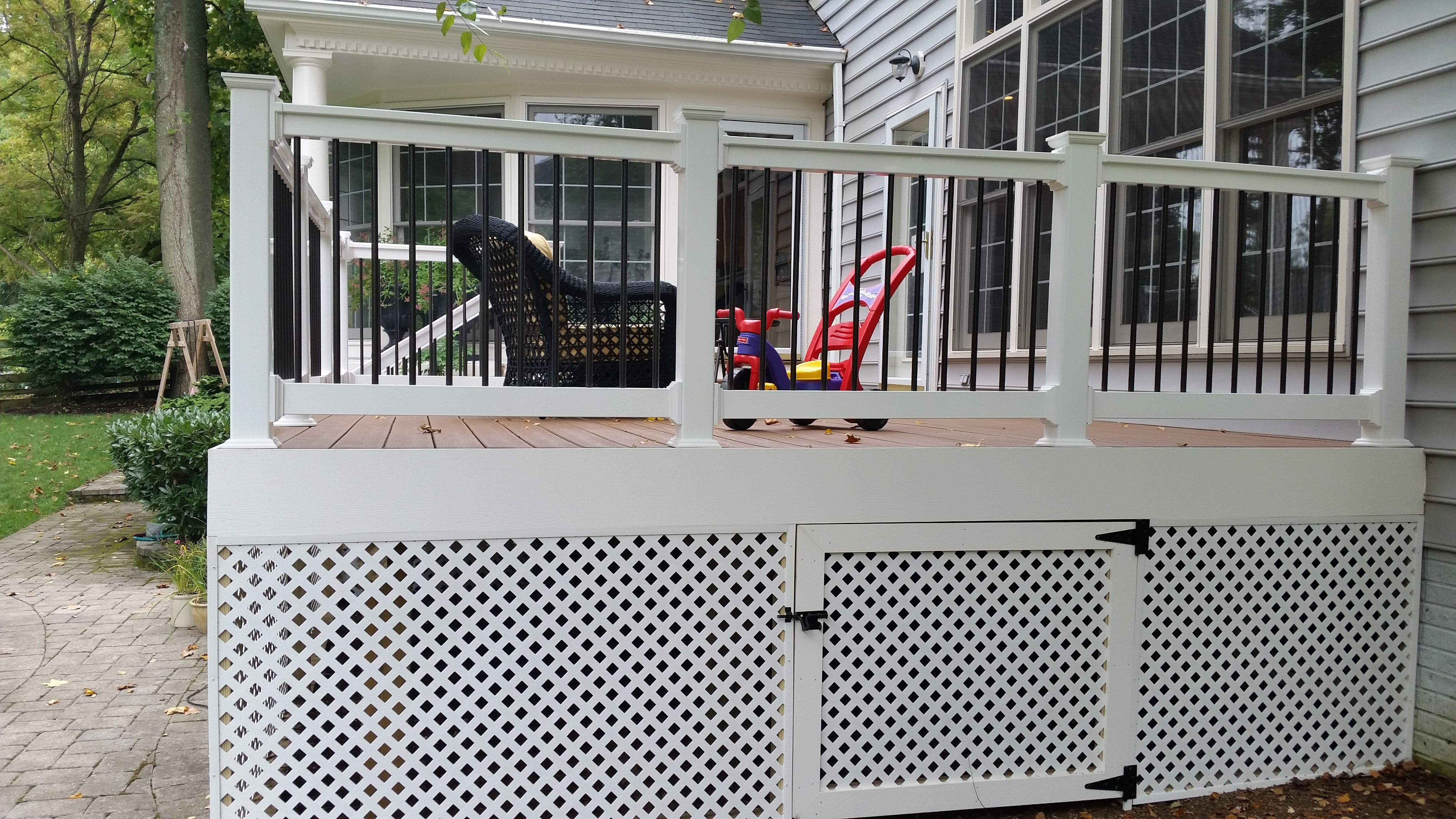 how to build a deck gate with lattice