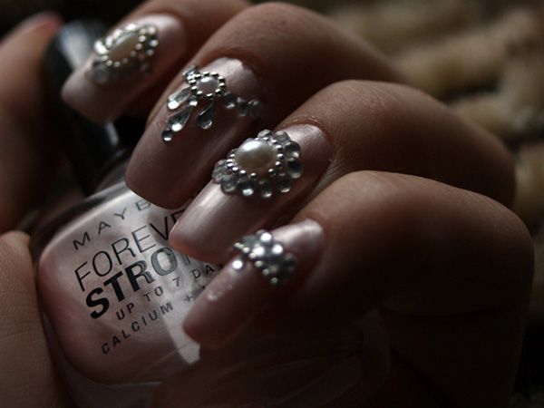From simple colored coats to ornamented effects, nail designs have evolved  into a fine art. - Ornamented Nails Nail Nails & More Nails! Pinterest Art Nails
