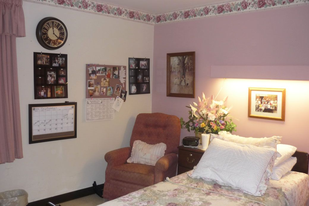 Decorate a nursing home room to create a comfortable cheerful