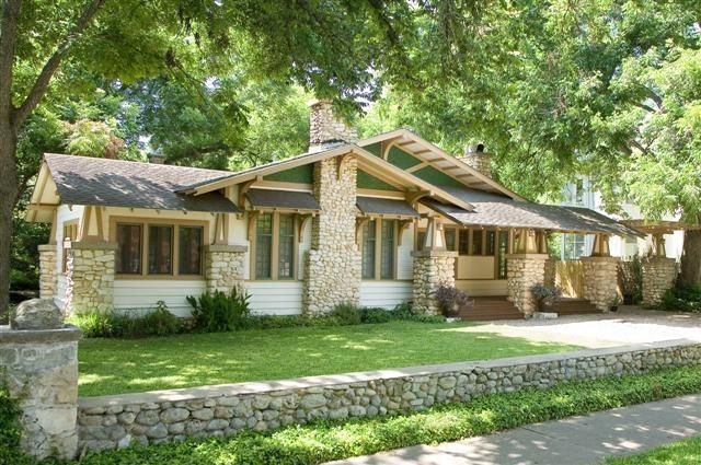 1910 craftsman bungalow in hyde park neighborhood of for Craftsman homes for sale in texas
