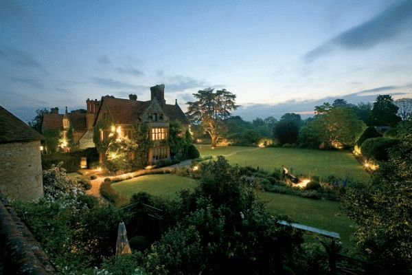 OXFORD, England - Le Manoir aux Quat'Saisons. For more of FATHOM's most romantic hotels in Northern Europe visit http://shar.es/fVjsG.