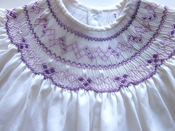 Vintage Smocked Baby Dress with Embroidery por JeepersKeepers