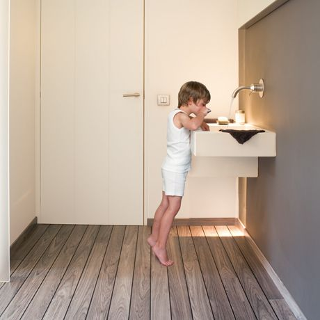 Quick Step Laminate In Your Bathroomhx 460460 Bathing Room