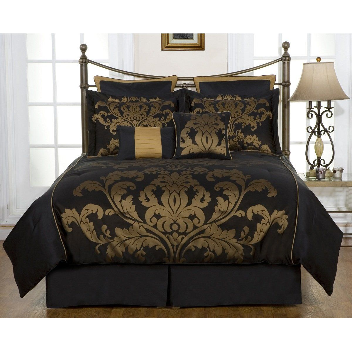 Black and gold bedroom - Bust Of Black And Gold Bedding Sets For Adding Luxurious Bedroom Decors