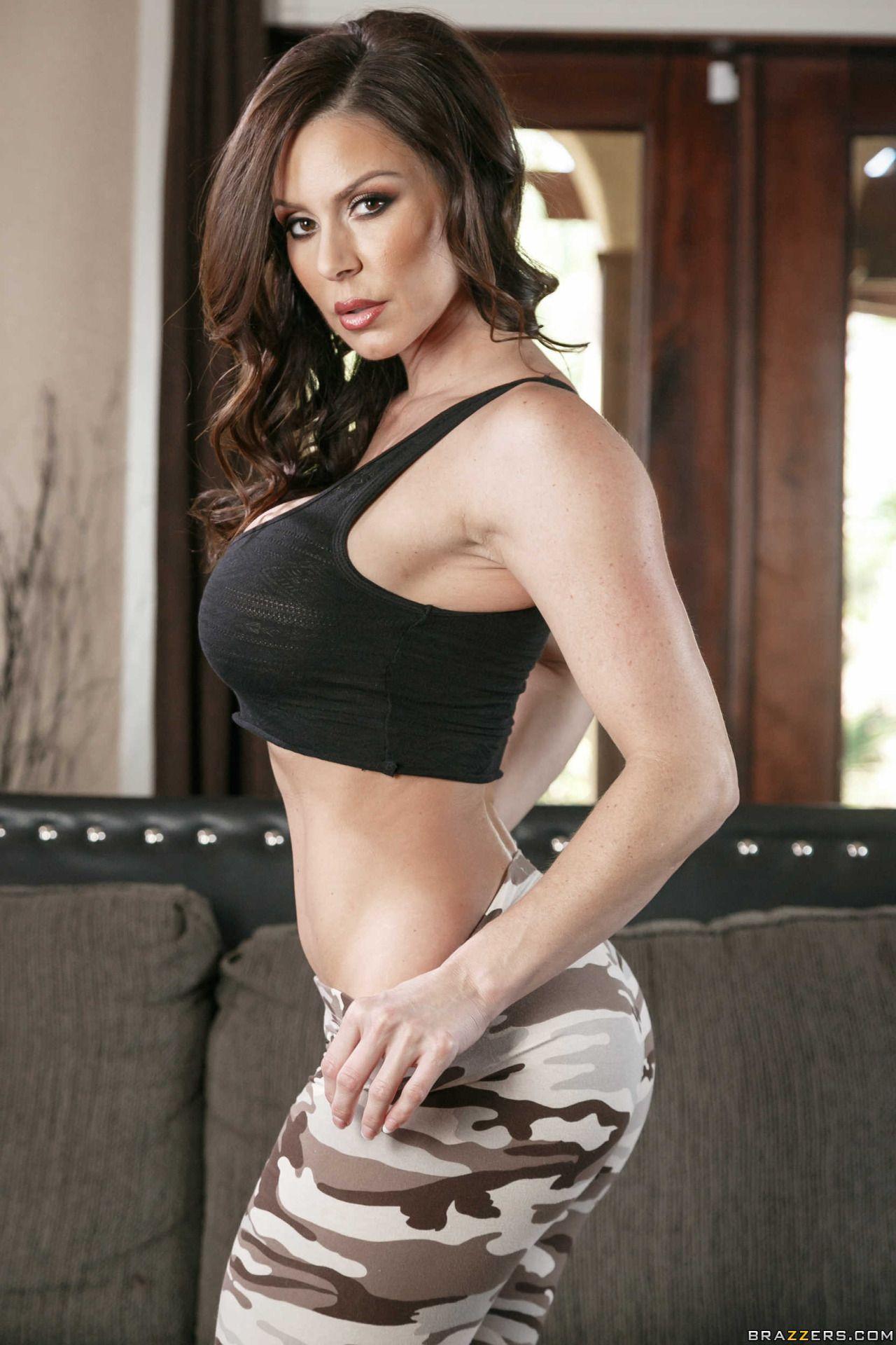 Kendra Lust en traje de campa±a model