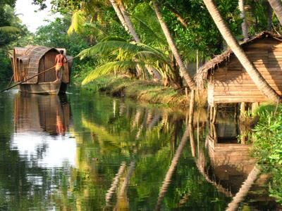 Kerala backwaters - Viaje KERALA SORPRENDENTE http://www.indiraviajesonline.es/lo-mas-indira/kerala-sorprendente