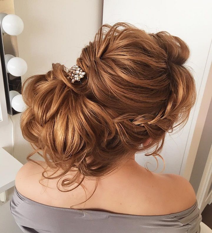 Beautiful braided updo #weddinghair #hairideas #halobraids #loosewaves #upstyle #weddinghairstyles #hairstyles #braidedupdohairstyle #braidedupdo #braids