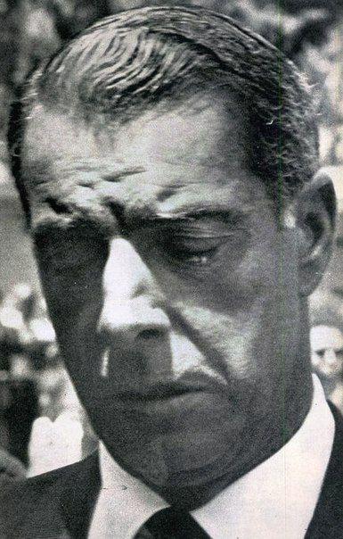 Joe DiMaggio, desolado en el funeral de Marilyn, la quiso ...