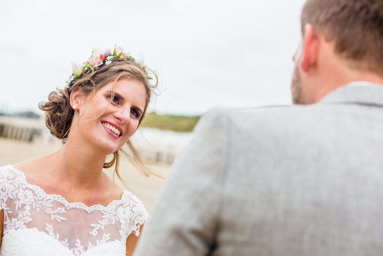 Braut Freie Trauung Am Strand In Westkapelle Zeeland Niederlande In 2020 Trauung Braut Friederike