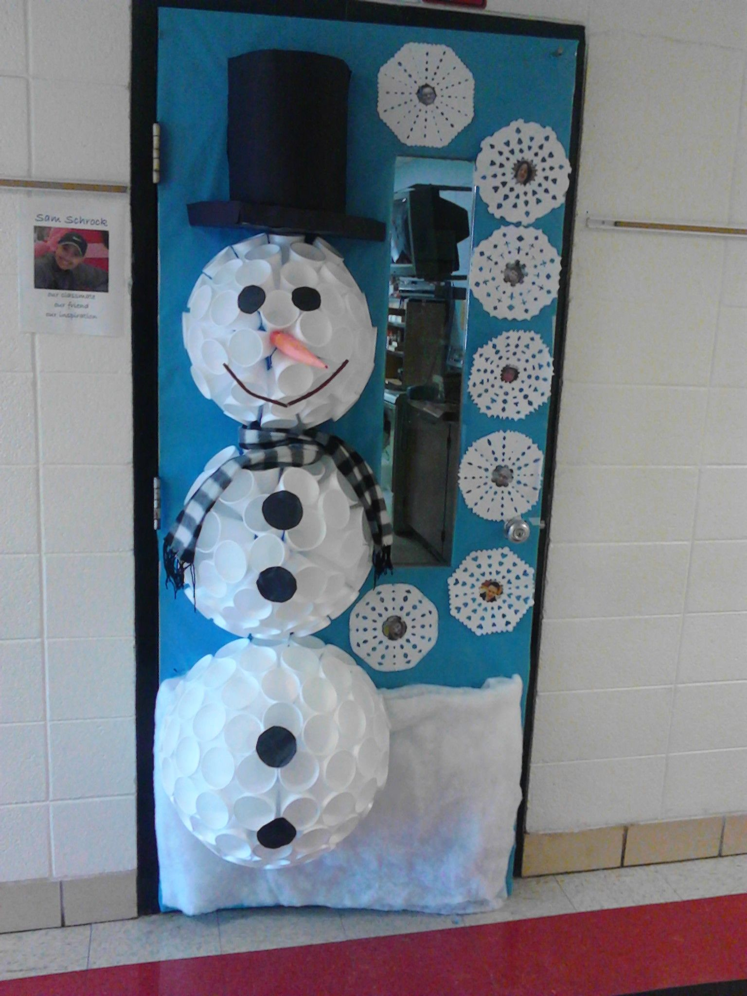 Snowman door made out of cups use larger cups on the for Snowman made out of cups