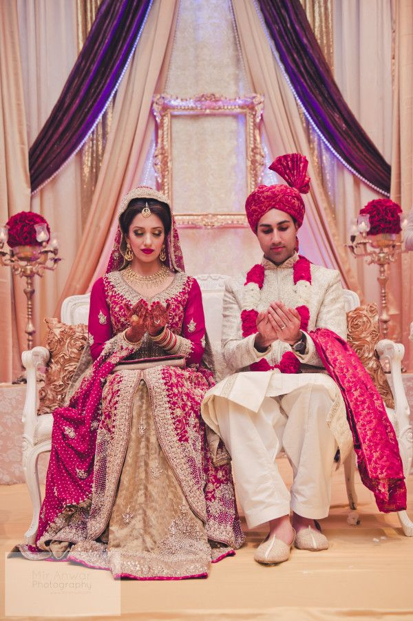 Real #Desi Wedding: Safa with SM... More >> http://WedMeGood.com/blog/a-pakistani-wedding-with-a-gorgeous-bride-safa-sm/