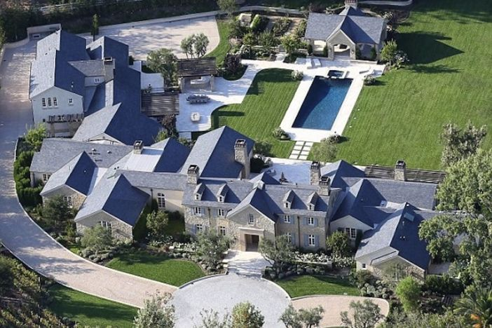 A Peek Inside Kim Kardashian And Kanye West S 20 Million Mansion Luxury Homes Dream Houses Mansions Kim And Kanye House