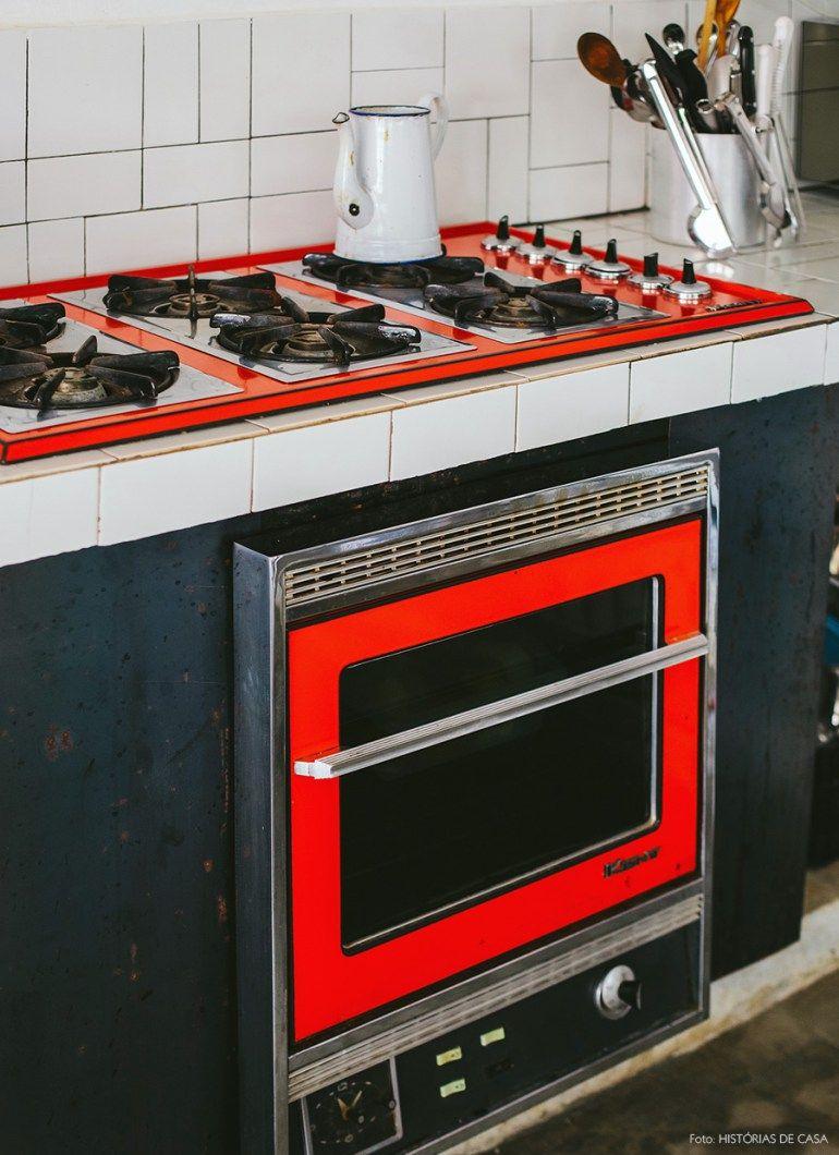 20-decoracao-industrial-cozinha-fogao-antigo-vermelho